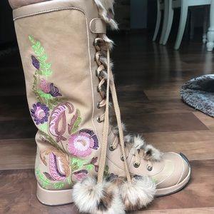 Beverly Feldman Stunning Mid-Calf Tan Boots